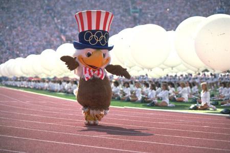 图文-1984年洛杉矶奥运会开幕式 吉祥物活泼可