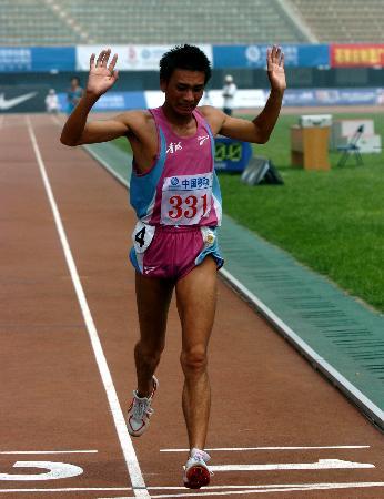 图文-2006全国田径锦标赛男子万米任龙云折桂