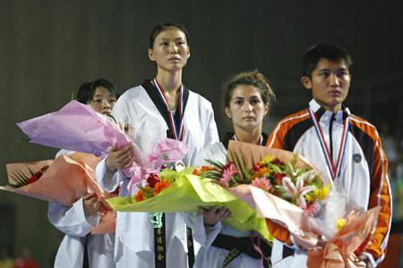 图文-中国跆拳道公开赛次日宗绍娟站上最高领奖台