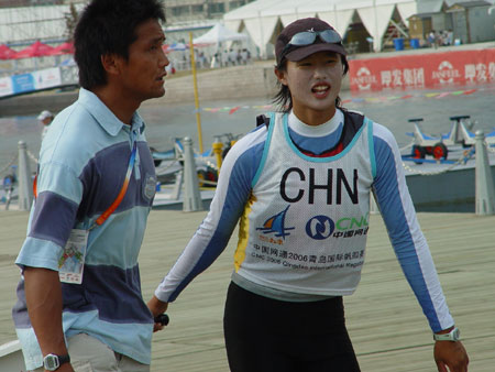 图文-青岛国际帆船赛第4日轻松训练徐莉佳归来