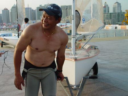 图文-青岛国际帆船赛第6日李鸿泉归来笑容依旧