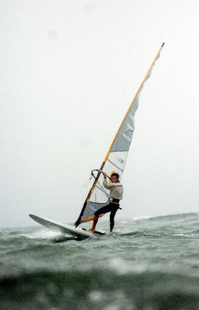 图文-青岛国际帆船赛第9日男板方镇南暂第一