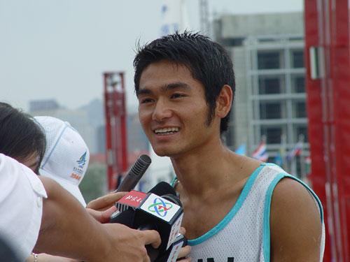 图文-青岛国际帆船赛奖牌轮男子帆板方镇南夺金