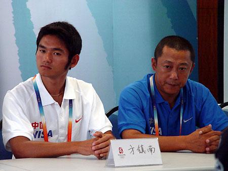 图文-国际帆船赛顺利闭幕冠军方镇南若有所思