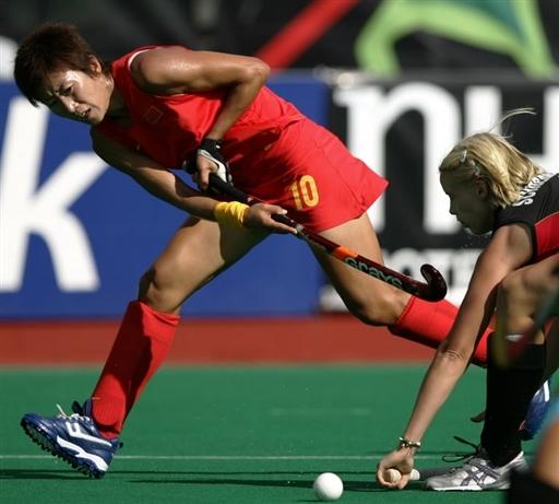 图文-女曲世界杯中国队遭遇三连败找出空档传球
