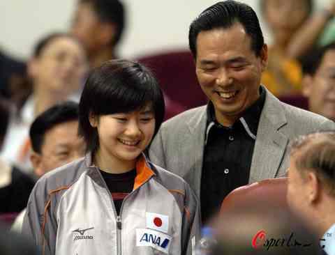 图文-女乒世界杯赛郭焱最终夺冠蔡振华呵护瓷娃娃