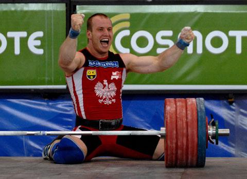 图文-举重世锦赛男子105公斤级多莱加庆祝夺金