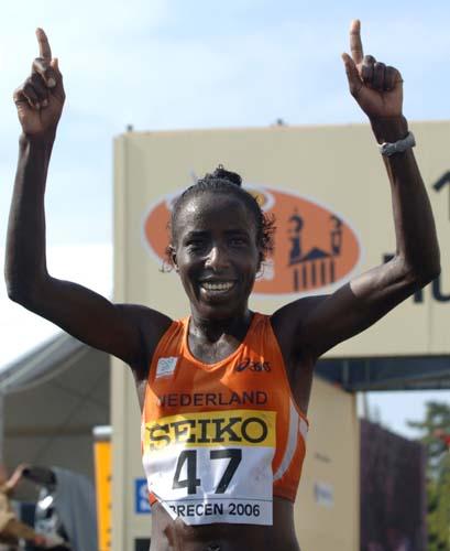 图文-荷兰运动员打破世界纪录基普拉加特庆祝胜利