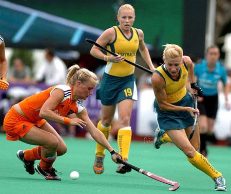 图文-女曲世界杯赛荷兰队夺冠给你一记扫堂杆