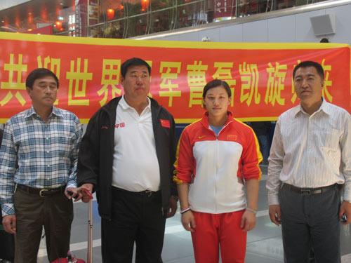 图文-中国举重队今日载誉回京曹磊感受最热烈迎接