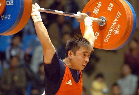 图文-全国男子举重冠军赛赛况杨帆62公斤级称雄