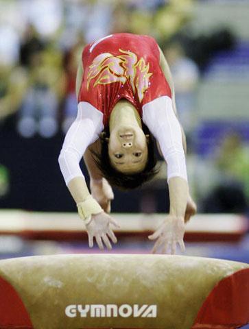 图文-体操世锦赛第三日资格赛马上惊险空翻