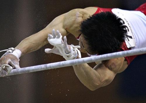 图文-体操世锦赛男团最终决战富田洋之失误瞬间