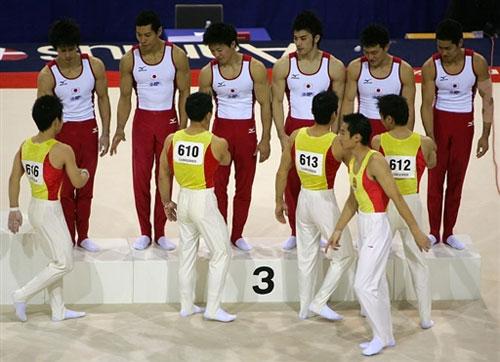 图文-体操世锦赛中国男团登巅峰胜利者与失意者