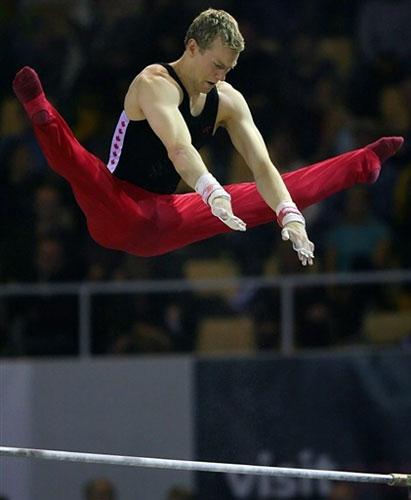 图文-体操世锦赛男团最终决战腾空而起动作飘逸