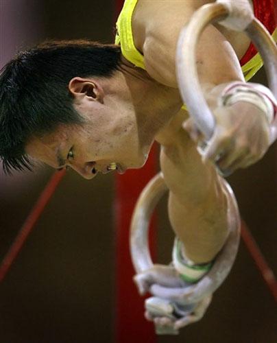 图文-体操世锦赛男团最终决战冯敬吊环功夫过硬