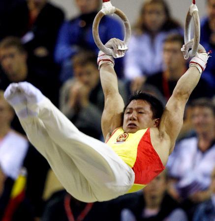 图文-体操世锦赛中国男团夺冠陈一冰在吊环上
