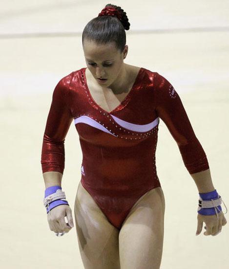 图文-体操世锦赛女子团体决赛梅美尔黯然走下场