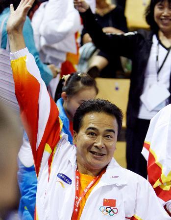 图文-体操世锦赛中国女队创历史王群策庆祝胜利