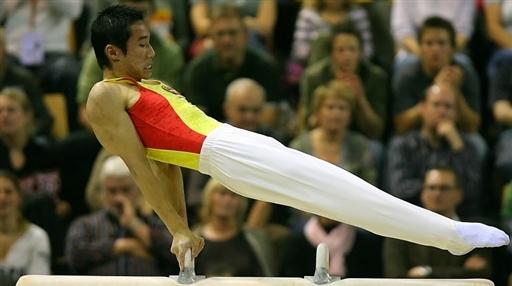 图文-体操世锦赛肖钦卫冕鞍马冠军高规格的动作