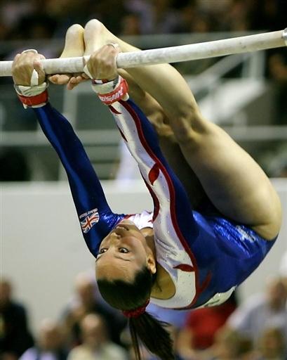 图文-06体操世锦赛冠军风采女子高低杠特维德尔