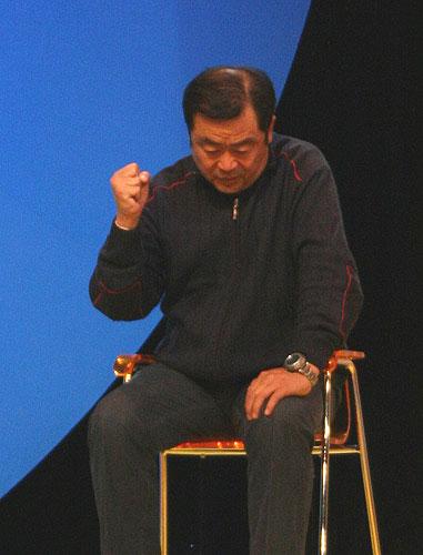图文-王德显与昔日弟子电视说法说到伤心之处