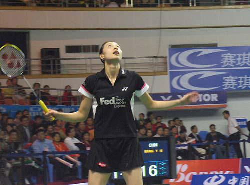 图文-王仪涵获羽球世界杯女单冠军谢杏芳举头望月