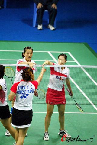 图文-羽毛球世界杯半决赛赛况双方运动员赛后握手