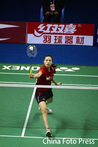 图文-羽毛球世界杯半决赛赛况谢杏芳网前扑球