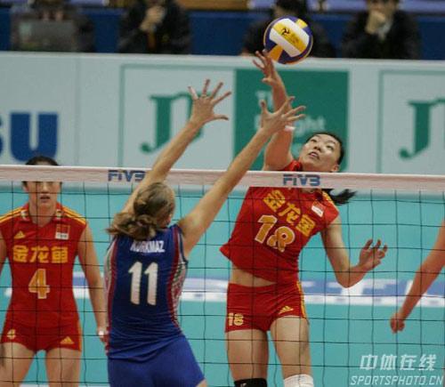 图文-女排世锦赛中国3-1阿塞拜疆奇兵张萍高点进攻