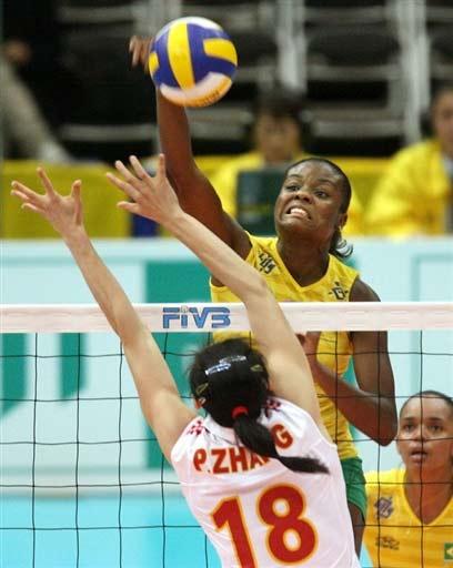 图文-女排世锦赛中国2-3巴西巴西炮手单挑张萍