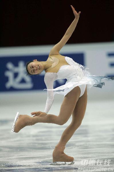 图文-花滑中国站女子单人滑选手造型宛若白莲