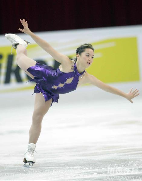 图文-花滑中国站女子单人滑蓝色精灵舞动冰面
