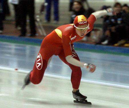 图文-速滑世界杯中国站邢爱华女子100米夺冠