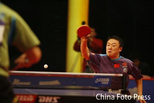 图文-国球大典总决赛王励勤封王马琳奋力回击