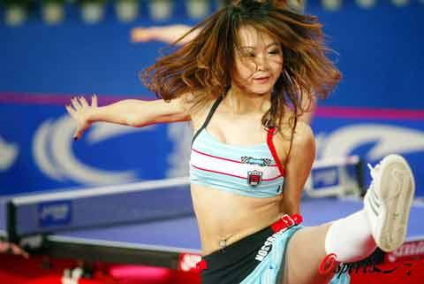 图文-国球大典乒乓宝贝的热舞表演宝贝的腿上功夫