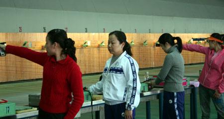 图文-中国射击国家队开展冬训陶璐娜参加训练