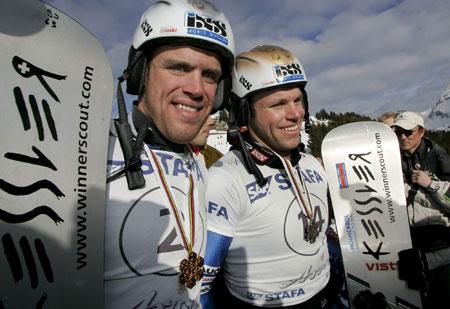 图文-单板滑雪世锦赛平行回转赛兄弟同心其利断金