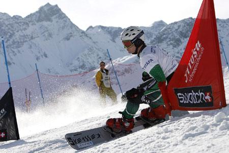 图文-单板滑雪世锦赛平行回转赛弗兰德尔顺势而下