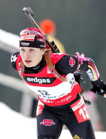 图文-冬季两项世界杯女7.5KM追逐奋战的德国精灵