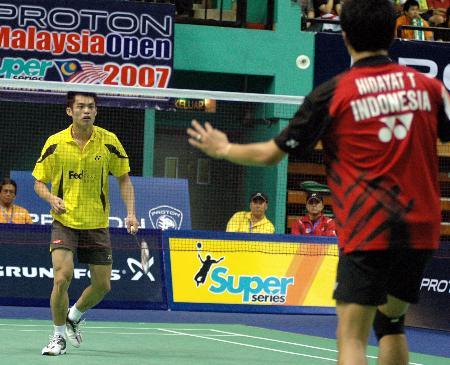 图文-大马羽球赛林丹击败陶菲克目光都集中在球上