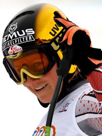 图文-高山滑雪世界杯女子速降赛戈茨尔的搞怪笑容
