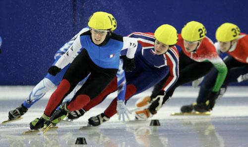图文-短道速滑欧锦赛首日精彩瞬间领跑者奋力前行