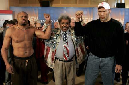 图文-WBA重量级拳王挑战赛强强对话即将展开