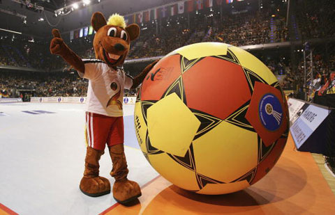 图文-07男子手球世锦赛揭幕可爱的吉祥物汉尼宝