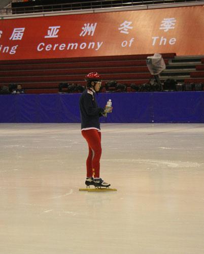 图文-速度滑冰队备战亚冬会速滑巨星王�魅险姹刚�