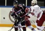 图文-[亚冬会]男子冰球比赛举行场上争夺激烈