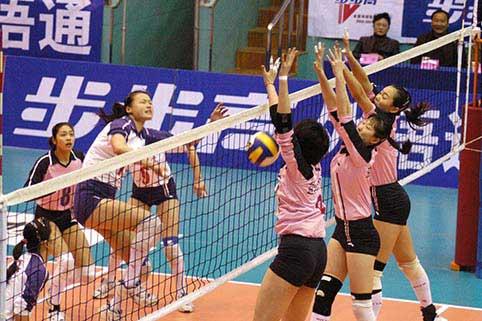图文-女排联赛江苏2-3八一国手宋妮娜助阵三人拦网