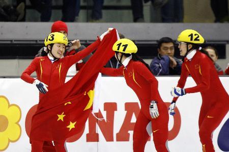 """图文-大冬会女子短道速滑接力夺冠""""祖国在我心中"""""""