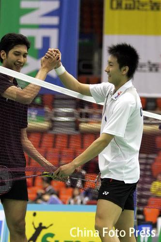 图文-韩国羽球赛男单半决赛陈金晋级赛后满意的笑
